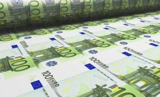 Scendono i tassi di interesse e le sofferenze bancarie